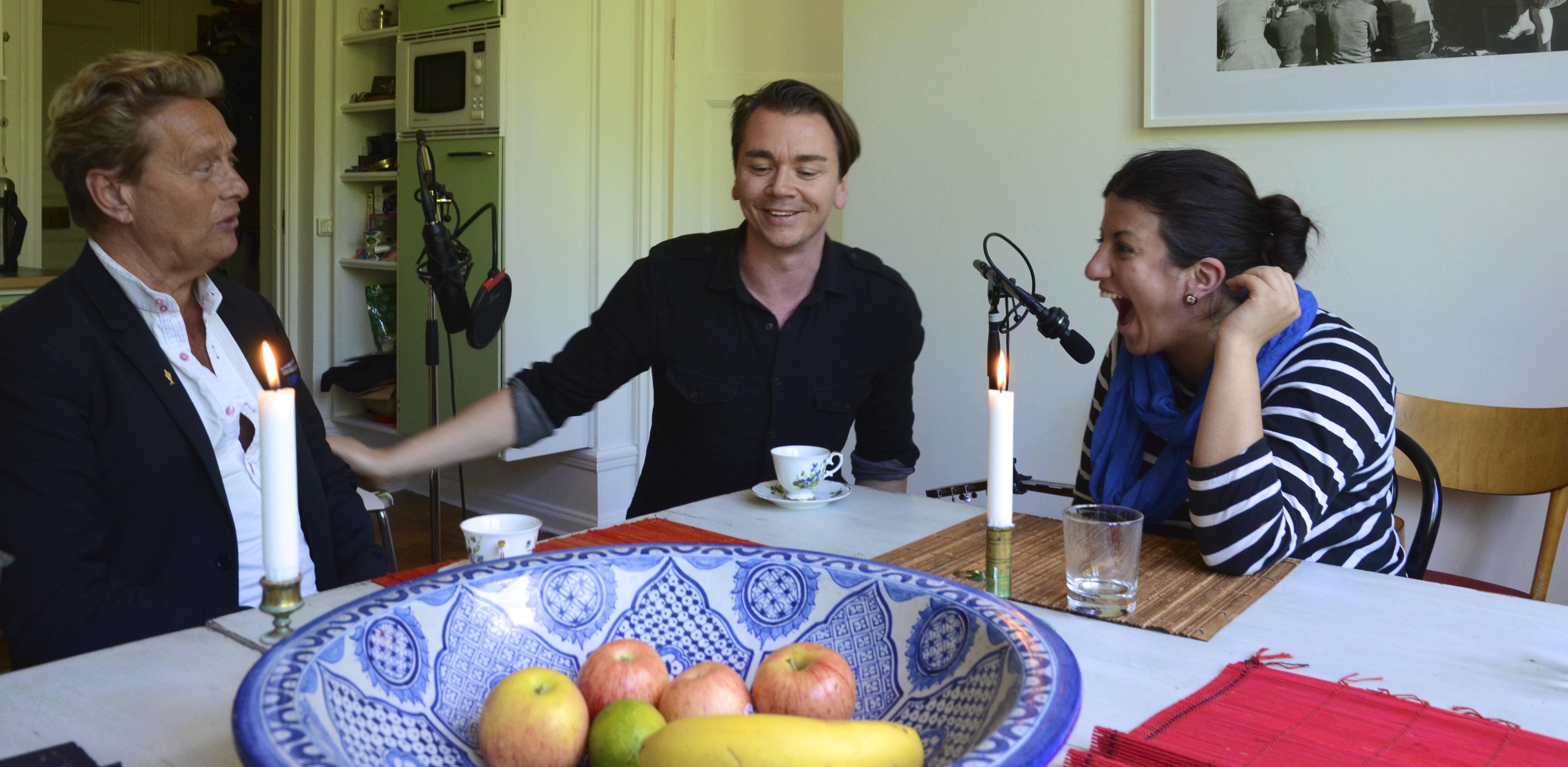 Emil Jensen leder Mellansnack i P1 hemma från sitt eget kök. FOTO: Lars Mogensen