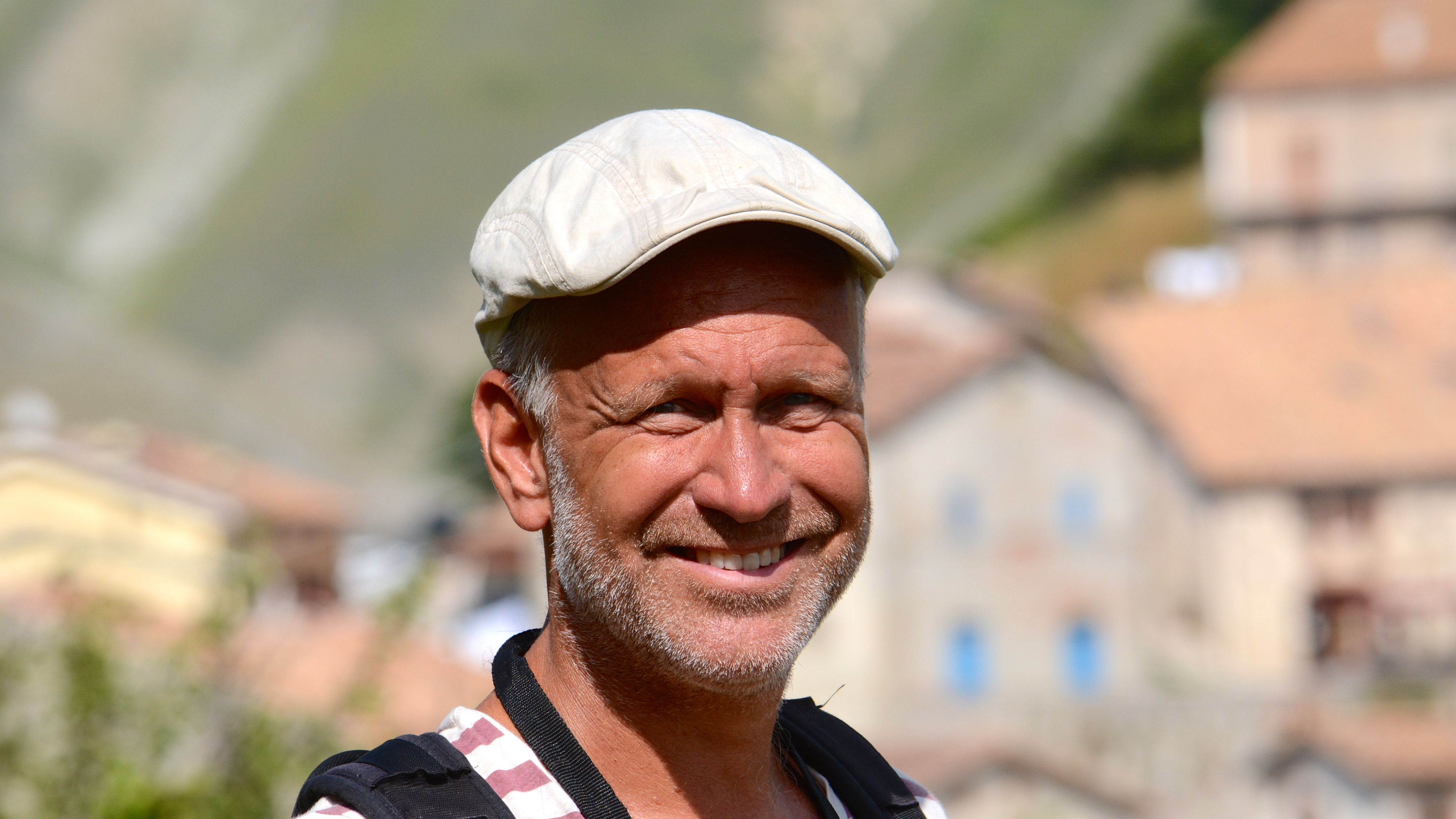Lars producerar också Pyramiden i P1, leder samtal i Tendens i P1 och har fungerat som reporter i bl a Stadens musik i P2.